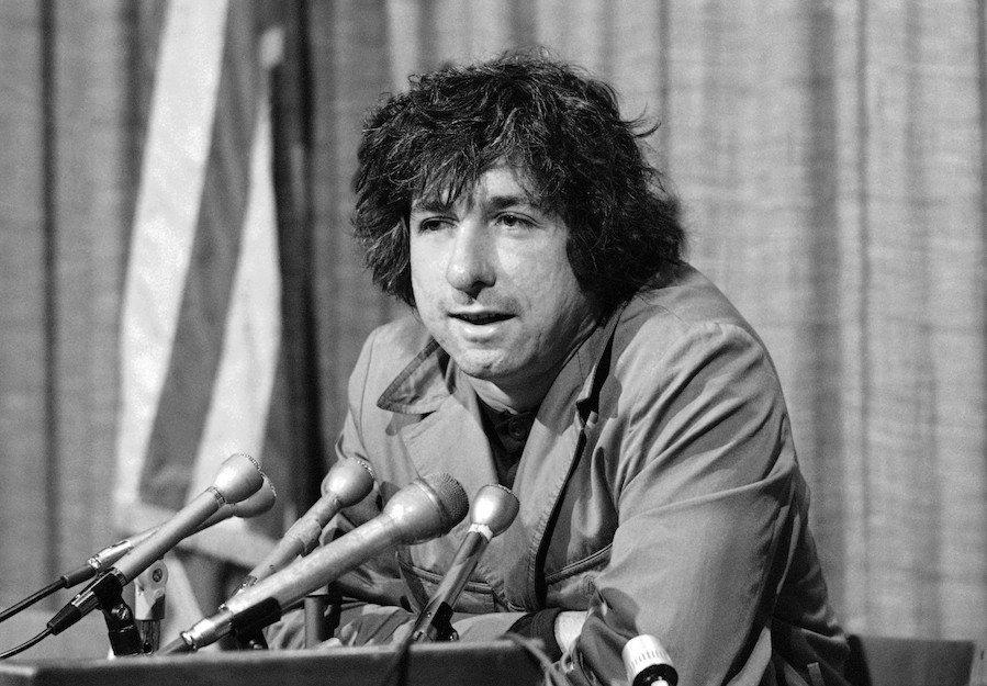 Tom Hayden, key 1960s social activist and political partner and husband of Jane Fonda, dies