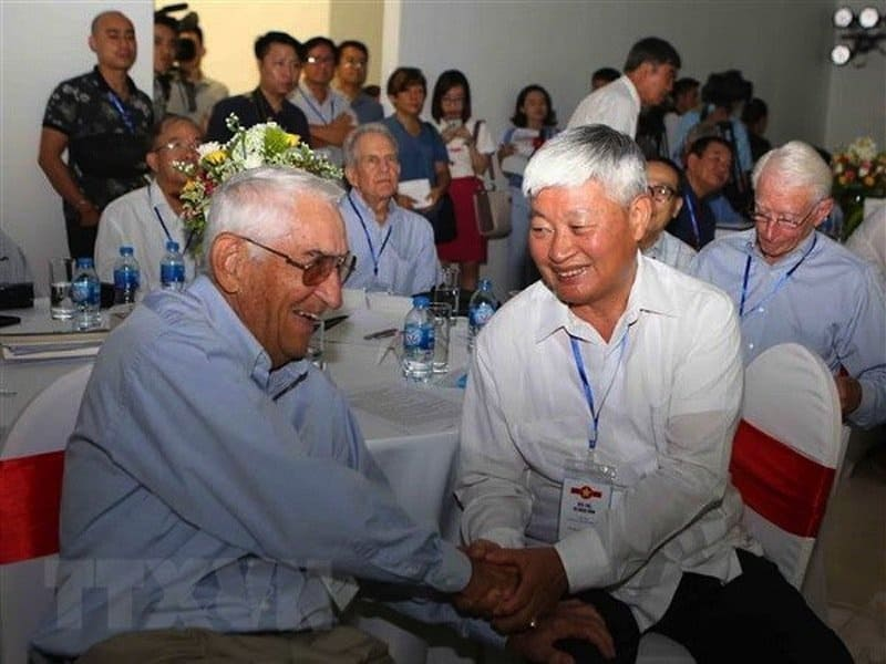 Vietnamese, US veteran pilots gather in Hanoi