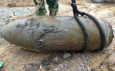 700-pound bomb found in middle of river in Nghe An Province